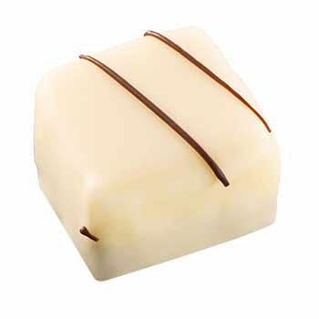 Praliné aux noisettes et crème au beurre sur fond de massepain